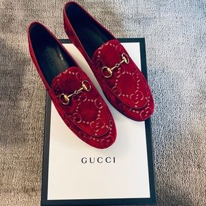 Gucci Jordaan loafer red velvet